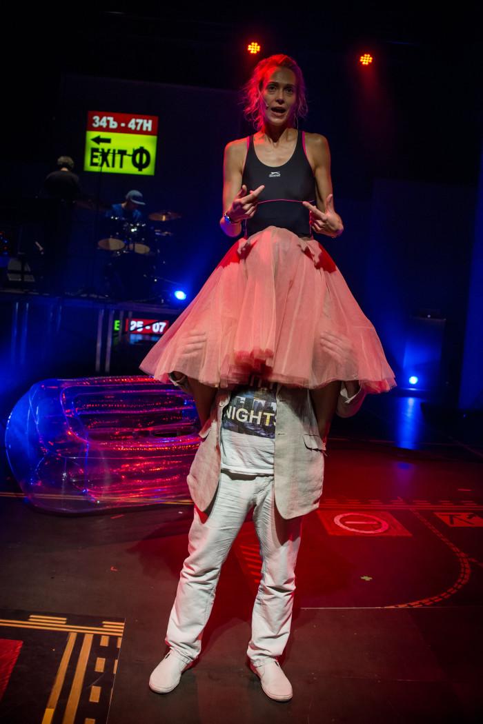 Nikolai Bentsler ja Mari-Liis Lill lavastuse lõpustseenis. Foto: Mats Õun