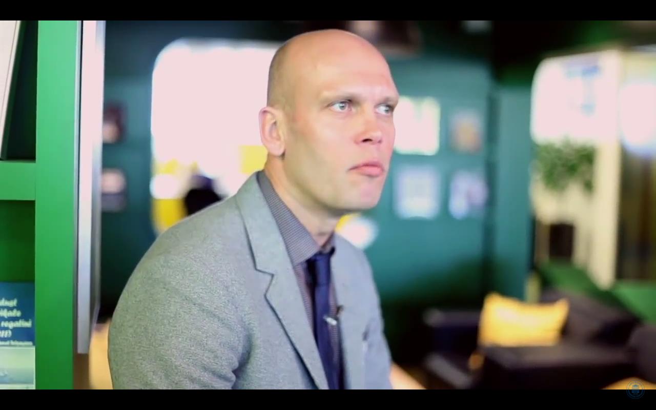 """Saku õlletehase juht Margus Kastein võrdleb Kuku raadio saates """"Nädalategija"""" alkoholireformi raames tekkinud diskussiooni hüsteeritsemisega. Pildi allikas: youtube.com"""