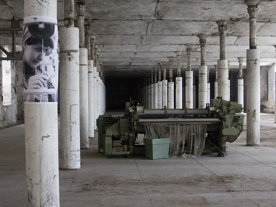 "Foto seeriast ""Sinu Kreenholmi lood"". Foto: Maria Kapajeva / mariakapajeva.com"