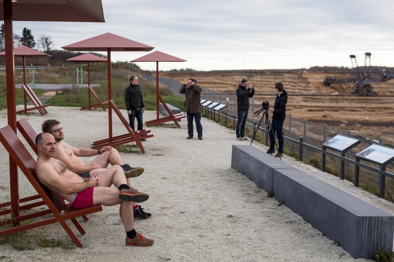 Kuna Garzweileri karjääri veerele lubati terranovanimelist liivaranda, proovisid Mihkel ja Mart, kuidas siis päike võtab. Foto: Renee Altrov