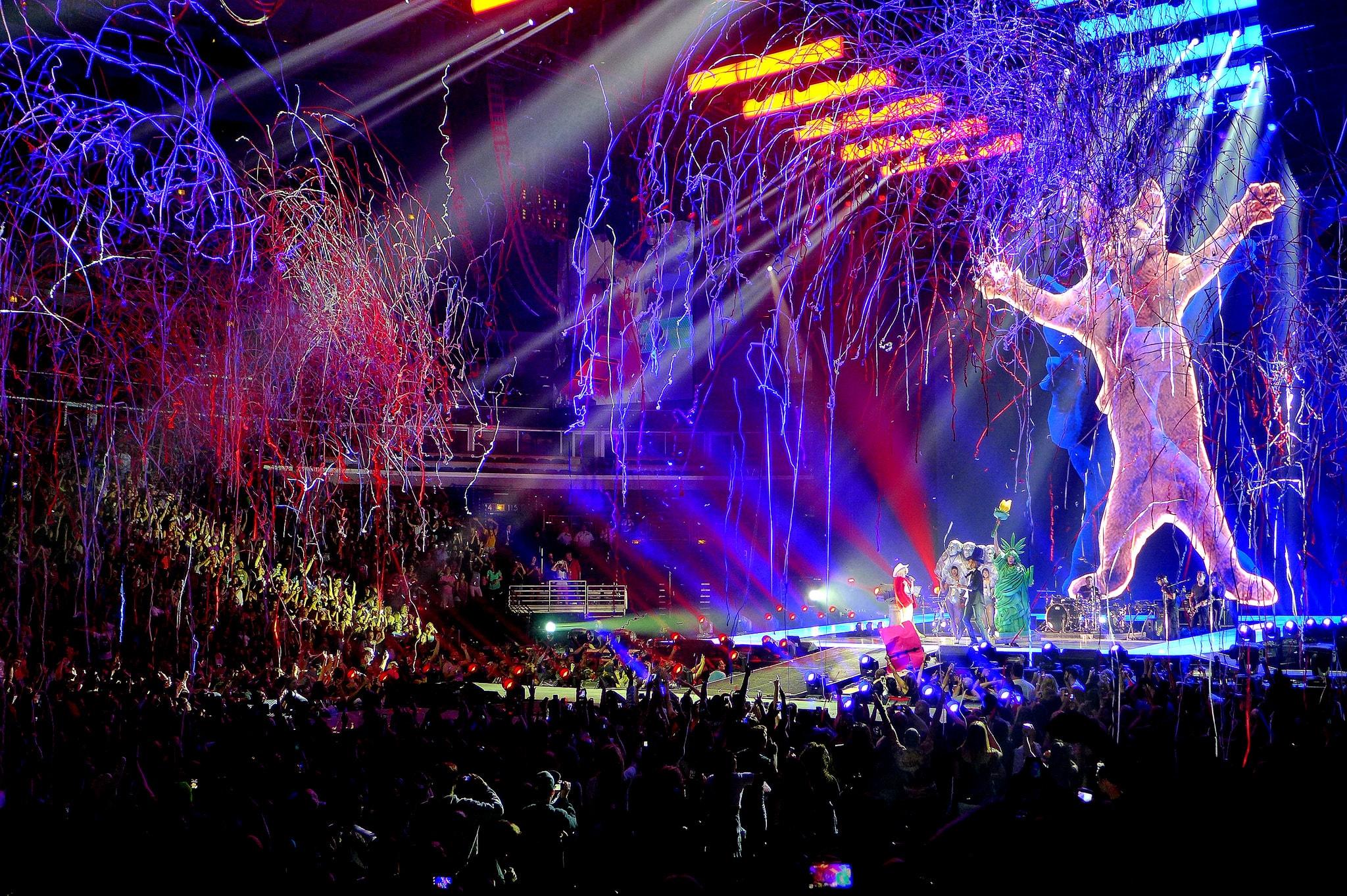 Miley Cyruse kontserdil on tunne nagu oleks väike tolmukübe keset mürtsuvat maiustustekauplust. Foto: Flickri kasutaja daina (CC by 2.0)