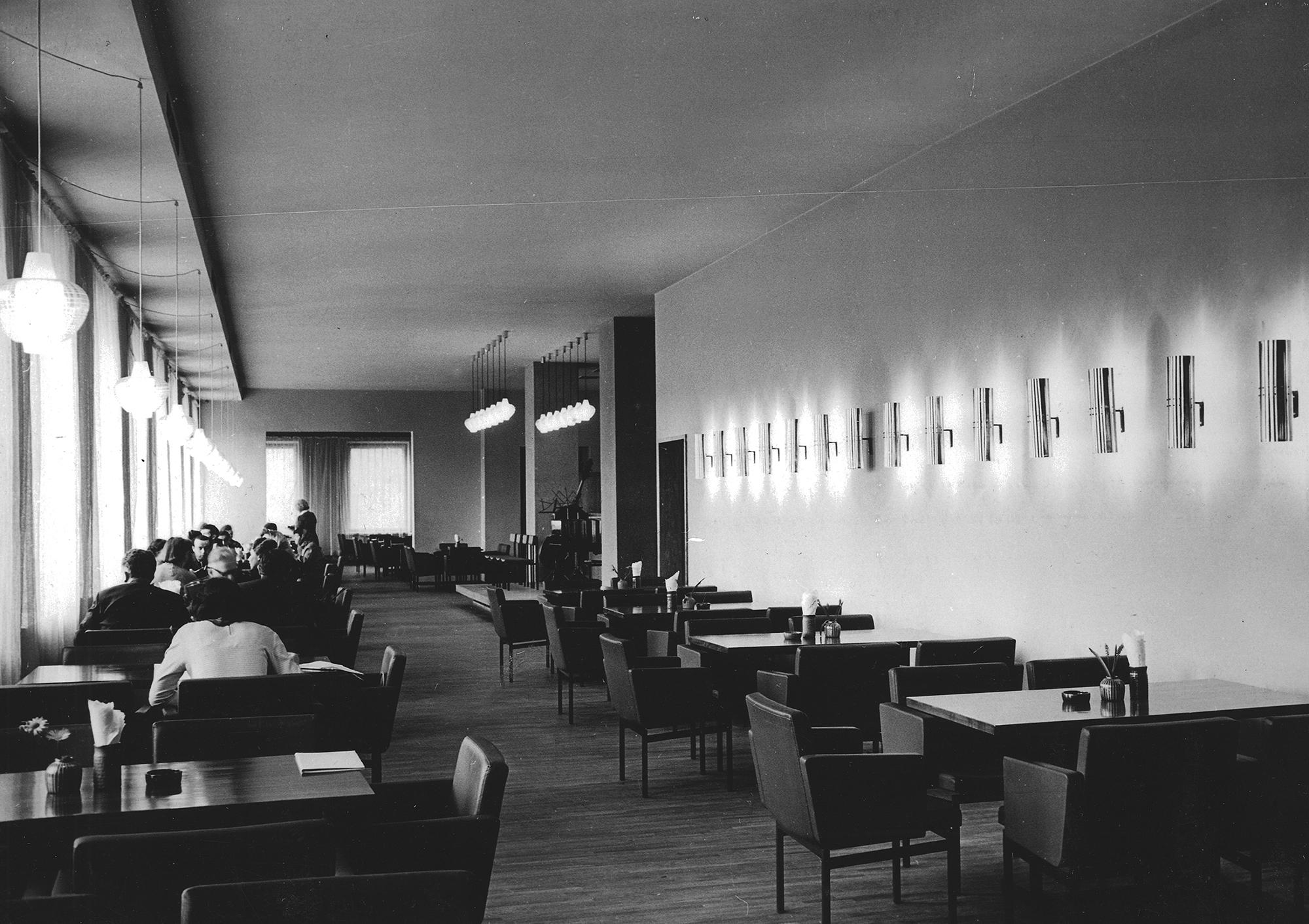 Kohvik Moskva, 1965, sisekujunduse autorid Heiki Karro, Väino Tamm. Foto: Rein Vainküla / ETDMi kogu