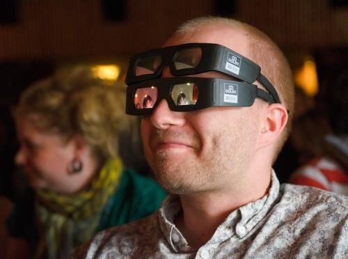 Neljasilmsed filmivaatajad Midnight Sun festivalil Foto Santeri Happonen