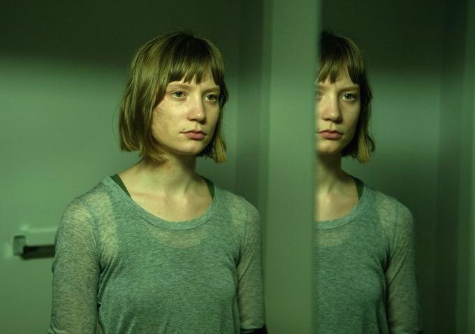 "Mia Wasikowska in David Cronenberg's ""Maps to the Stars"". Photo: Caitlin Cronenberg"