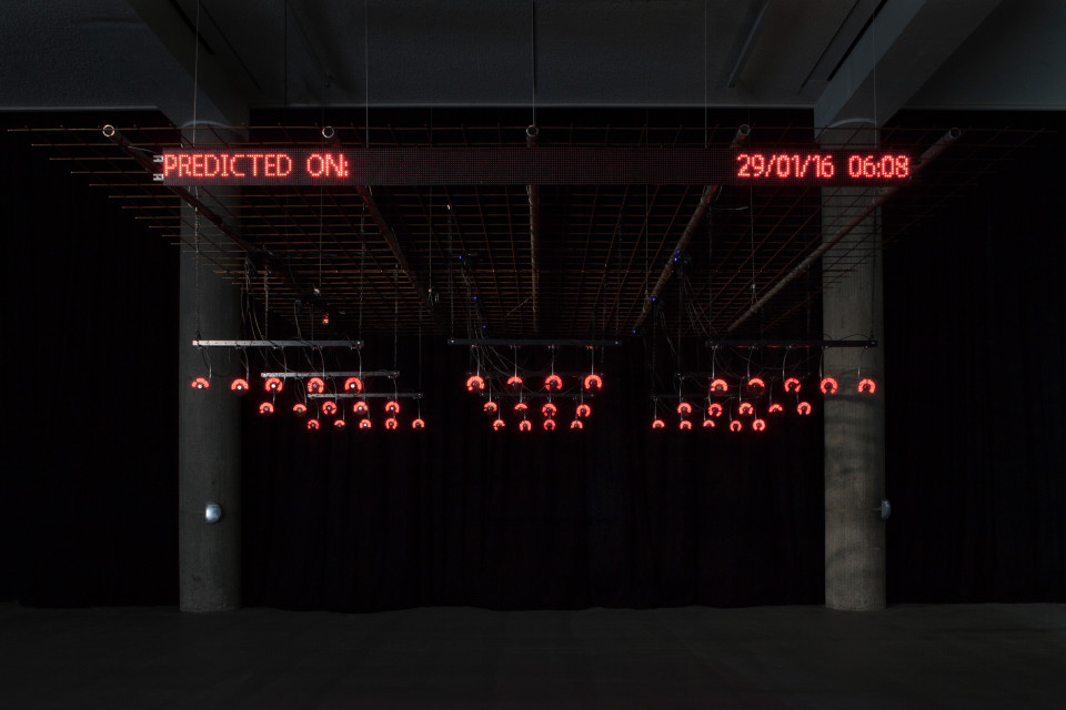 "Nicolas Maigret ja Maria Roszkowska ""Predictive Art Bot"" Transmediale näitusel ""alien matter"". Foto: Luca Girardini (CC NC-SA 4.0)"