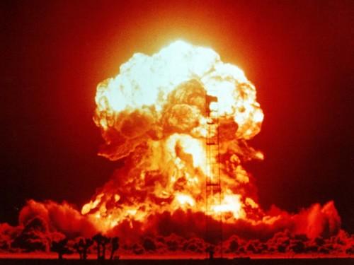 1953. aastal katsekorras õhitud tuumapomm Nevadas. Antropotseeni alguseks võib lugeda just selliste õhkimiste tagajärjel radioaktiivsete elementide atmosfääri paiskamist. Foto: National Nuclear Security Administration / Nevada Site Office