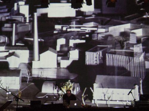 """Juhan Vihterpal Üle Heli kontsertõhtul """"Eksperimendid horisondiga vol 2"""". Foto: Maria Aua"""