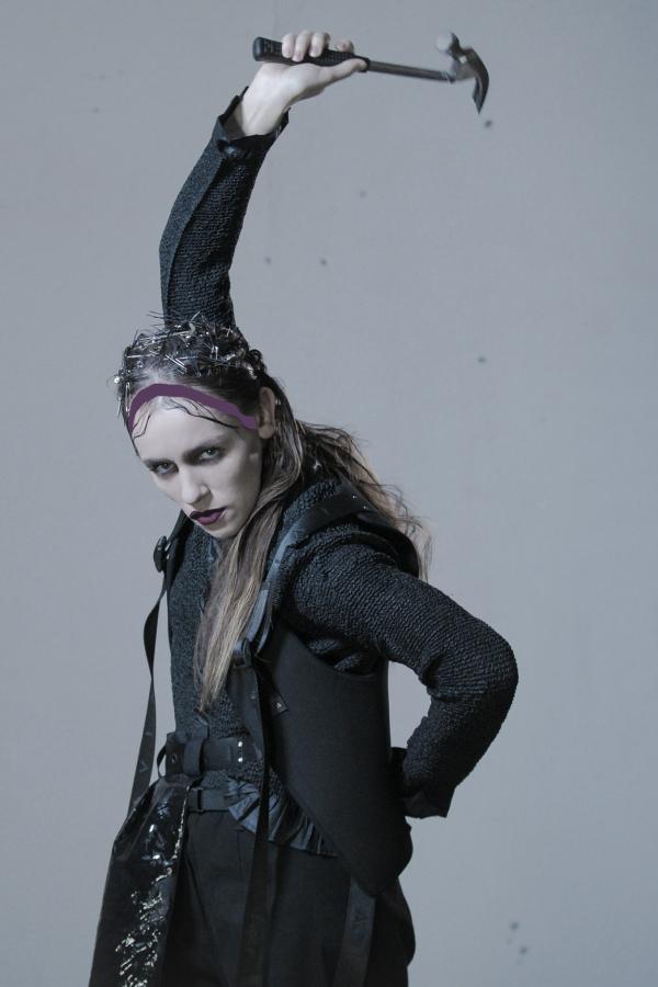Tantsija Arolin Raudvaga tehtud fotolavastused tulevase triptühhoni esimeseks osaks. Foto: Alissa Šnaider