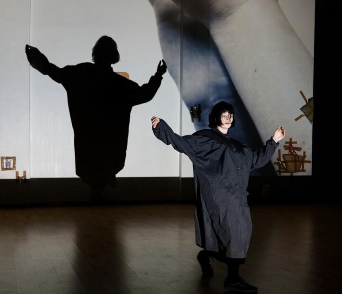 "Madleen Teetsov-Faulkner etenduses ""Femmaaž"". Foto: Hirohisa Koike"