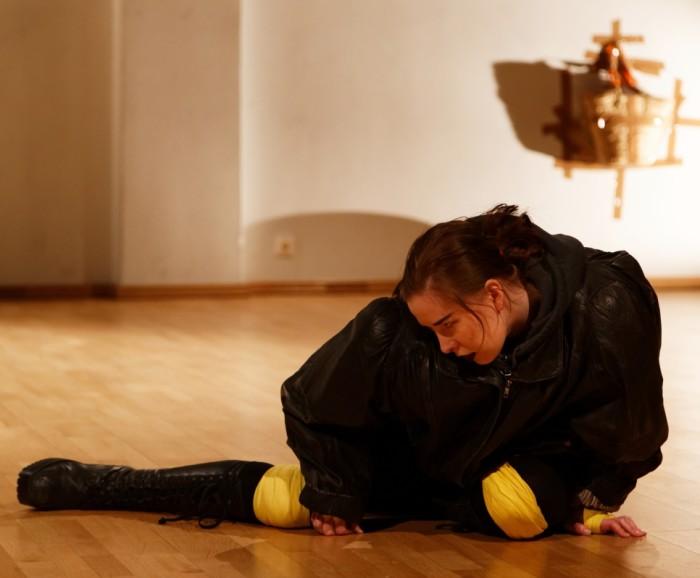 "Sveta Grigorjeva etenduses ""Femmaaž"". Foto: Hirohisa Koike"