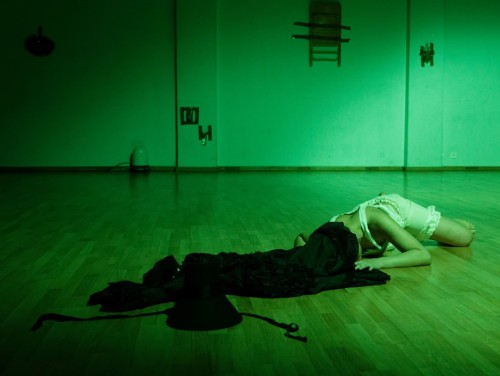 """Joanna Kalm etenduses """"Femmaaž"""". Foto: Hirohisa Koike"""