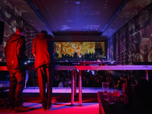 Möödunud aasta detsembris alustas Tallinnas peosari ISOLA, mis tõi Heliose kinno elektroonilise muusika suurnime Abdulla Rashimi. Foto: Aleksander Kelpman