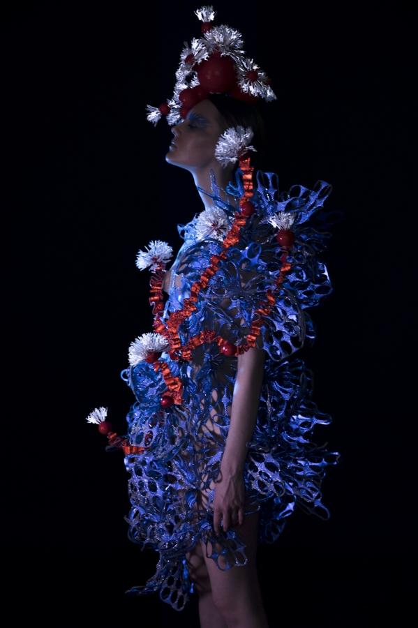 "Karin Kreegi helkur ""A Coral Beyond Polar"". Foto: Riina Varol, loovjuht: Liisi Eesmaa, produtsent: Piret Puppart, modell: Äli Kiivet, meik ja soeng: Gerda Miller"