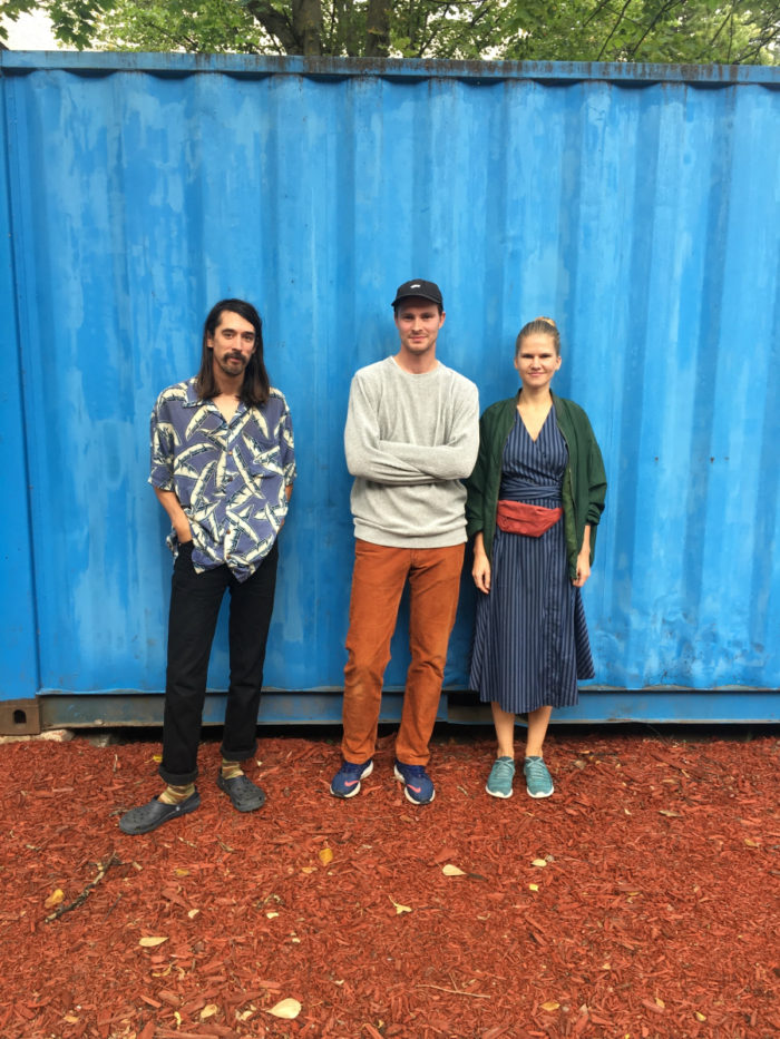 Vasakult: Sun Araw, IDA Raadio ning residentuuri üks eestvedaja Ats Luik ja Maarja Nuut