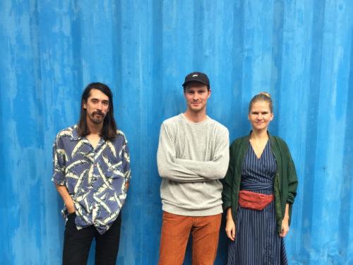 Pildiallkiri: Vasakult Sun Araw, IDA Raadio ning residentuuri üks eestvedaja Ats Luik ja Maarja Nuut