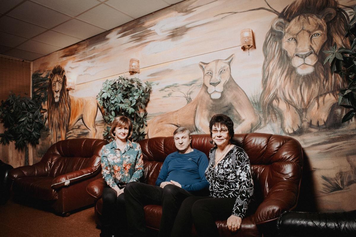 Kolm Lõvi on perekonnaäri, mida veavad ema Alla (paremal), tema mees Aleksandr (keskel), nende tütar Ljuba (vasakul), Ljuba õde Aljona ja poeg Vladislav. Foto: Ken Mürk