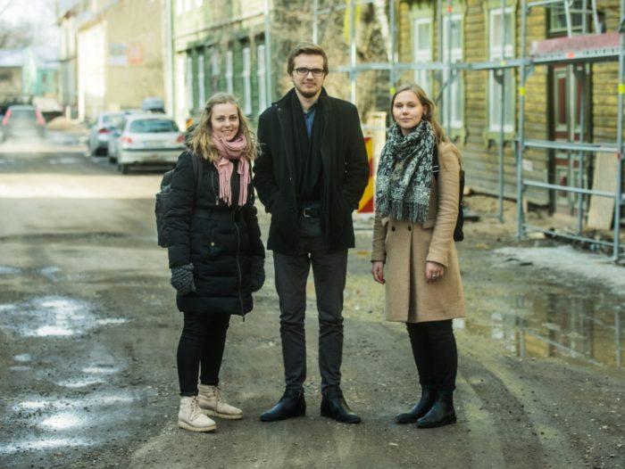 Noored keskkonnaaktivistid (vasakult) Laura Oro, Jürgen Hendrik Voitka ja Carmen Kilvits. Foto: Gabriela Liivamägi