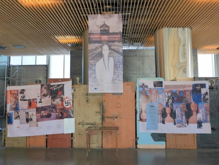 """Vaade näitusele """"Miranda – mustlaste holokaust"""". Foto: Esa Toppila"""