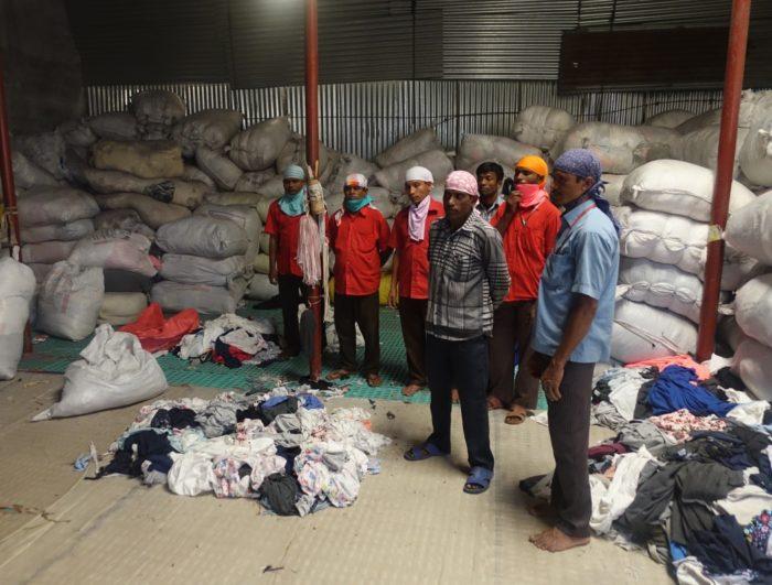 Bangladesh on maailma ketrusvabrik. Sealsete tekstiilitehaste ülejääkide kaardistamise ja jäätmekuhjade uuesti tootmisringlusesse suunamise on võtnud oma eesmärgiks Eesti ettevõte Reverse Resources. Fotod: erakogu