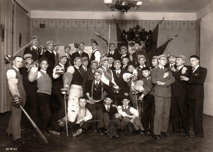 Sakala liikmed erinevate relvadega 1932. aastal. Foto: korp! Sakala arhiiv