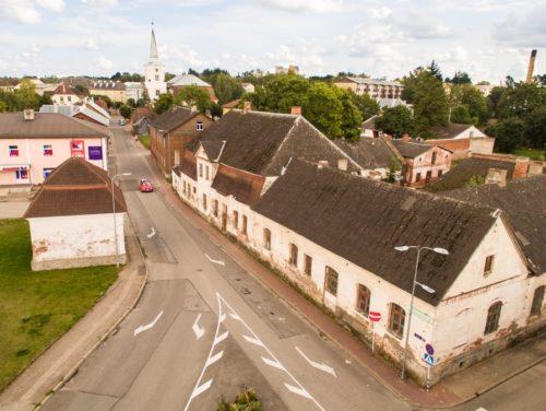 Valga ajalooline kreisihoone ja Riia tänav enne linnasüdame uuenduskuuri. Foto: Valga vallavalitsus