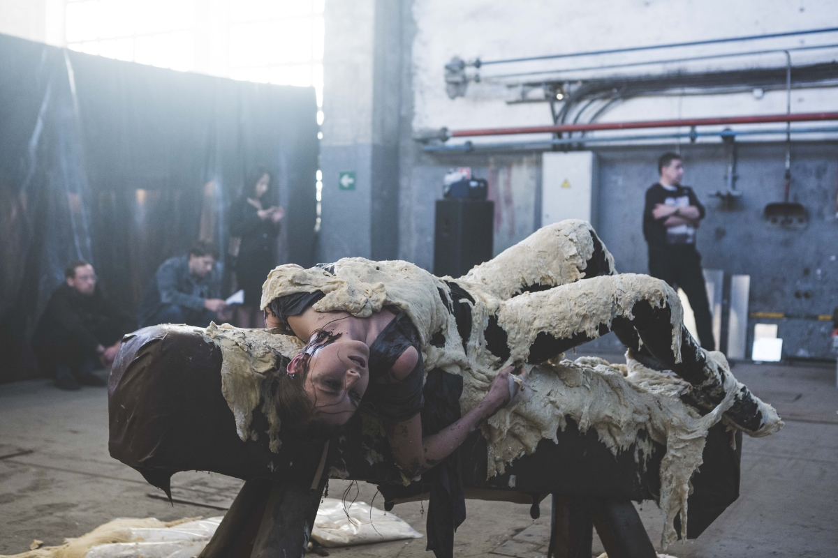 "Hetk ""WTIHTTW"" performance'ist Noblessneri laevatehases. Foto: Lee Kelomees"