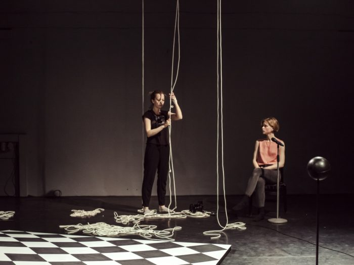 """Mailiis Laur ja Bohdana Korohod lavastuses """"Romeo & Julia #5"""". Foto: Alan Proosa"""