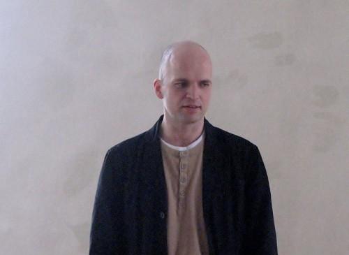 """Peeter Raudsepp Tõnu Tepandi raamatu """"Alguses on hääl"""" esitlusel märtsis 2012. Foto: Ave Maria Mõistlik"""