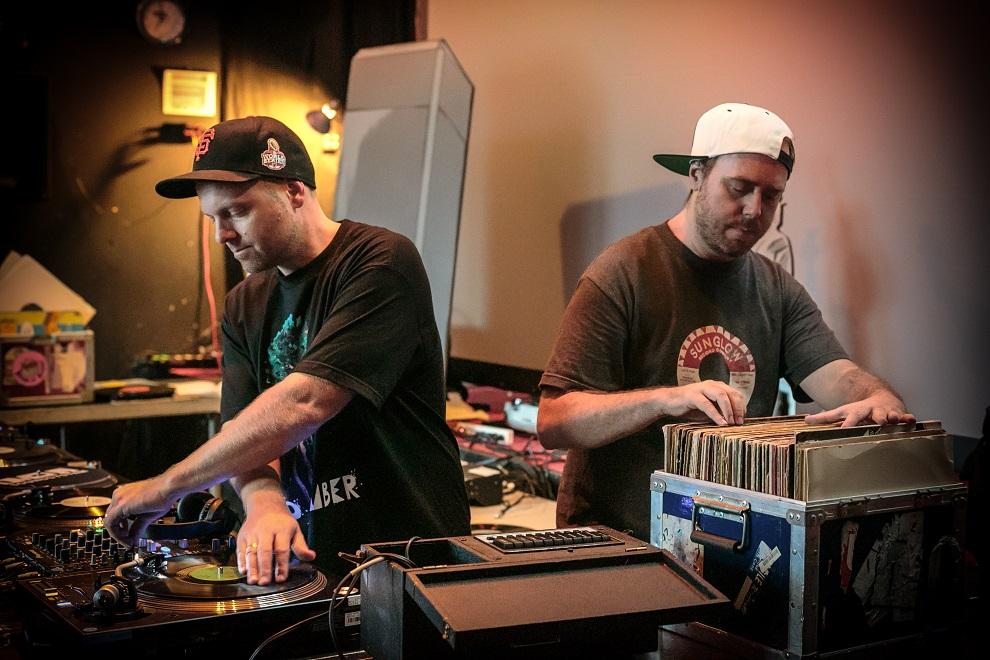 DJ Shadow (vasakul) ja Cut Chemist (paremal). Pressifoto