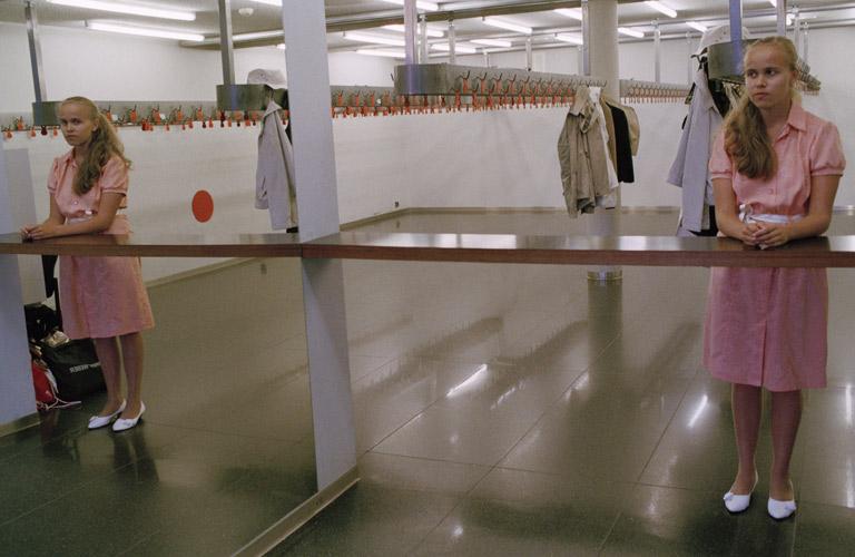 """Foto seeriast """"Naine võtab vähe ruumi"""" (2007-...). Autor Liina Siib. Kunstniku loal"""