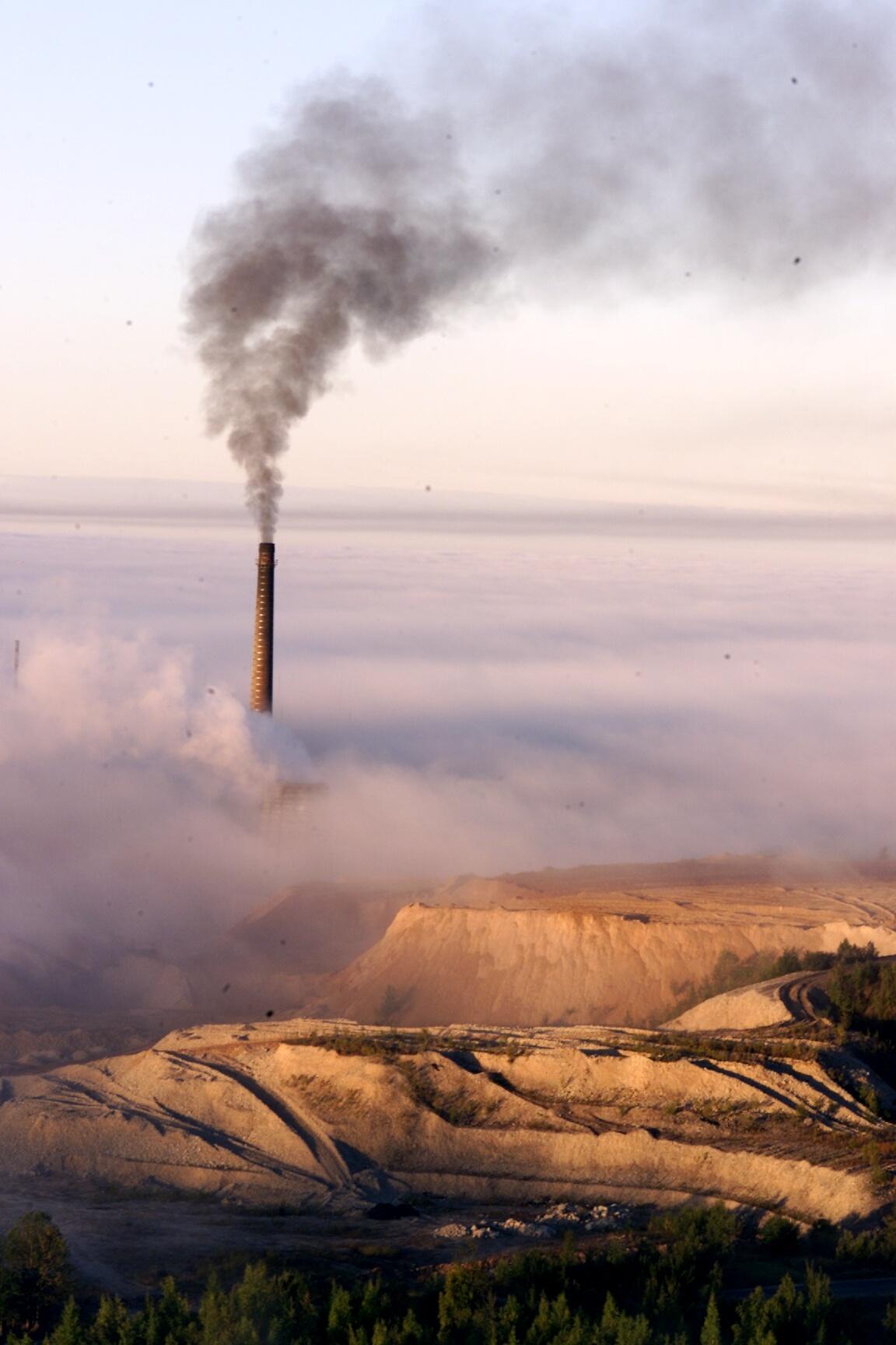 Tossupilved ja tuhamäed Kiviõlis annavad tunnistust väga energiamahukast majandusest, mis ei lähe kuidagi kokku Eesti välja hõigatud säästva arengu eesmärkidega. Foto: Egert Kamenik / Postimees / Scanpix