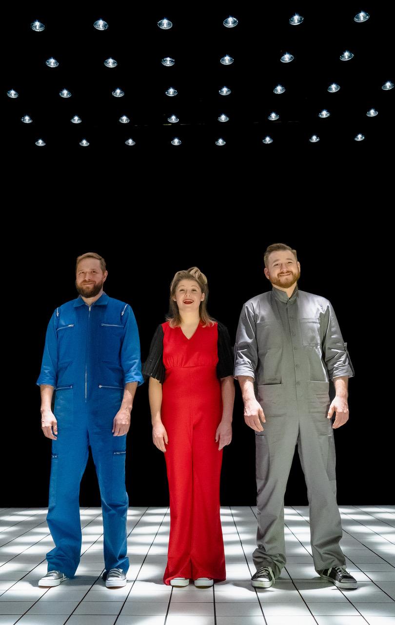 Vene Teatri näitlejad Sergei Furmanjuk, Katrin Lamson ja Alexandr Domowoy. Foto: Nikolai Alhazov