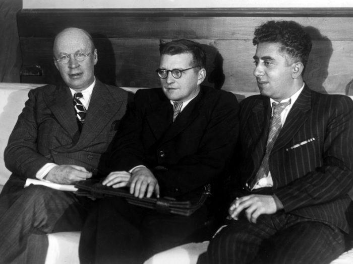 Prokofjev ja Šostakovitš koos Aram Hatšhaturjaniga 1940. aastal Jerevanis. Foto: CC0