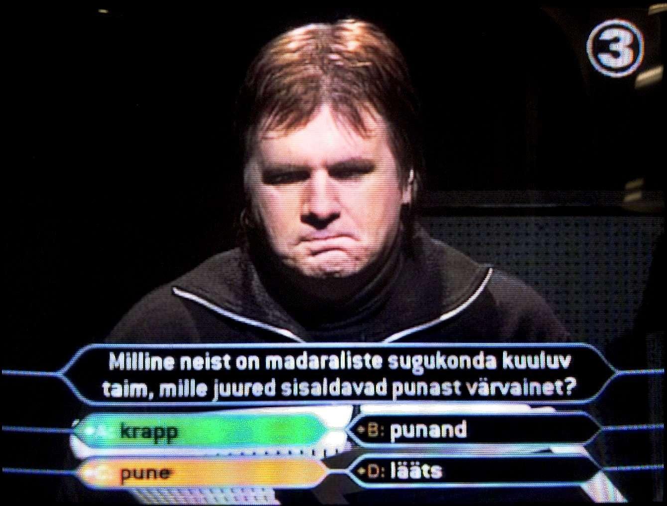 Indrek Salis vastamas valesti poole mljoni küsimusele. Hiljem oli tal tükk aega tahtmine poes pune topse nähes need vihaga põrandale visata. Foto: Tiina Kõrtsini