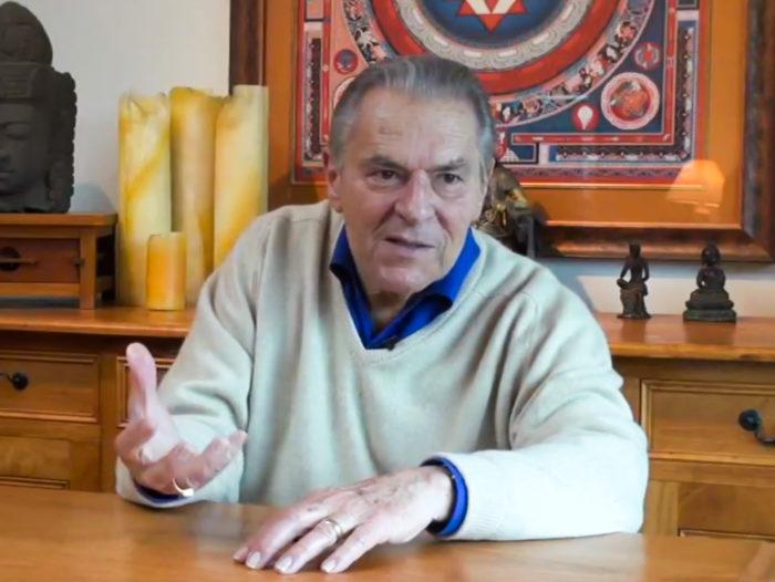 Stanislav Grof intervjuul Terje Toomistuga Mill Valleys San Francisco lähistel. Kaader videosalvestisest, operaator Tõnis Liivamägi