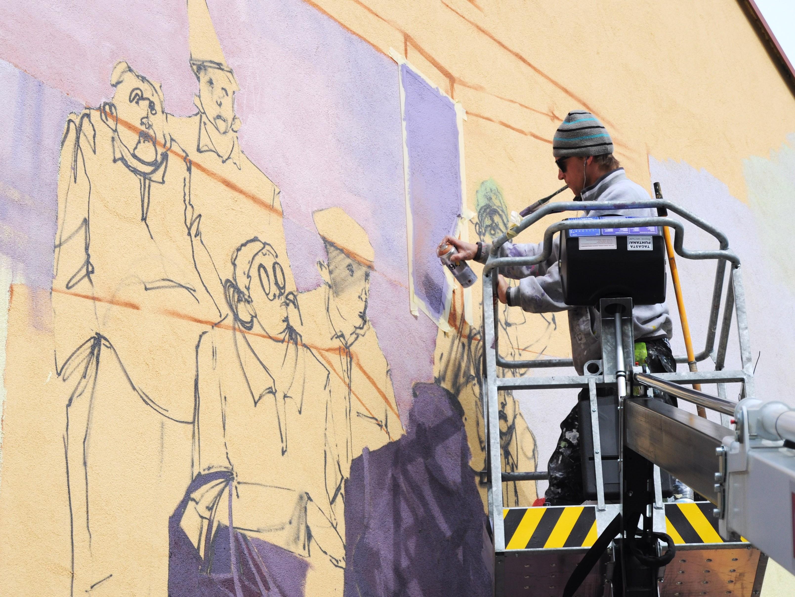 Poola kunstnik Chazme seina maalimas. Foto: Stencibility