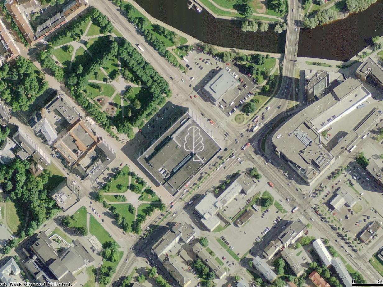 """Sveta Bogomolova ja Vahram Muradyani teos """"Linnamets"""" Tartu Kaubamaja katusel 2009. aastal. Pilt Maa-ameti kaardirakendusest"""