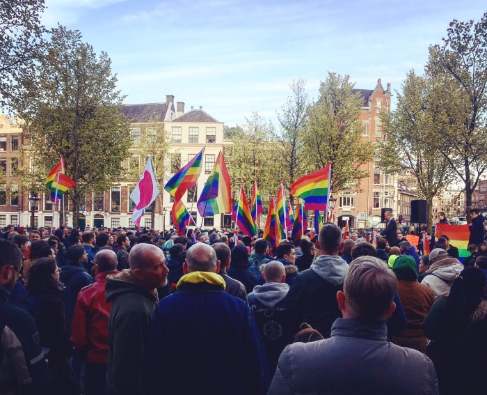 Amsterdamis kogunesid 19. aprillil tuhanded inimesed, et protestida Tšetšeenias toimuva vastu. Foto: @amsterdampride / Twitter