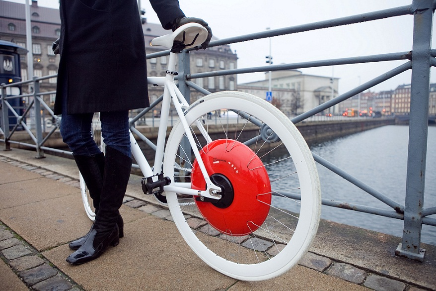 """The Copenhagen Wheel"": smart, responsive and elegant, the Copenhagen Wheel is a new emblem for urban mobility. It transforms ordinary bicycles quickly into hybrid e-bikes that also function as mobile sensing units. More info www.superpedestrian.com. Source: MIT Senseable City Laboratory"
