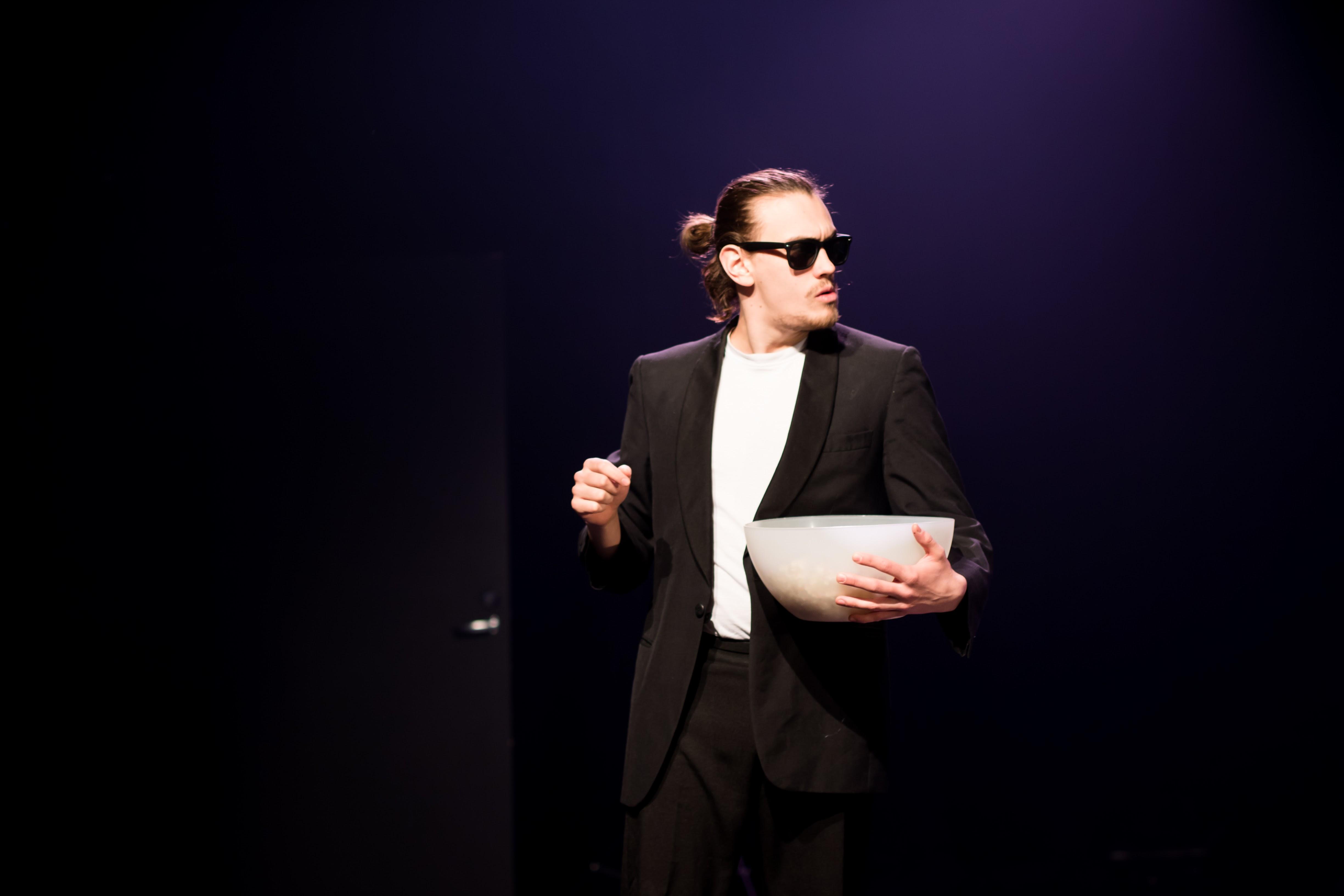 """Helsingi üliõpilasteatri etendus """"Kukin"""" Tudengite Teatripäevadel. Foto: Elise Ader"""