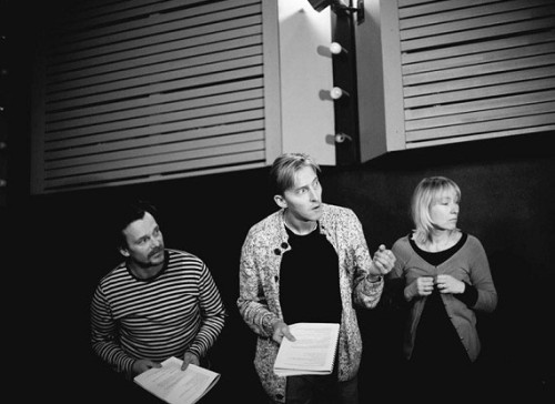 """Indrek Sammul, Aarne Soro ja Liina Olmaru lavastuse """"Tuvi"""" lugemisproovis. Foto: Rasmus Jurkatam"""