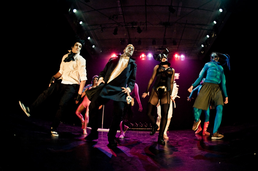 """Twisted Dance Company """"NOX"""" Kanuti Gildi SAALis. Pressifoto."""