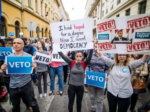 Protest Kesk-Euroopa Ülikooli kinnipaneku vastu Budapestis. Foto: Berecz Valter