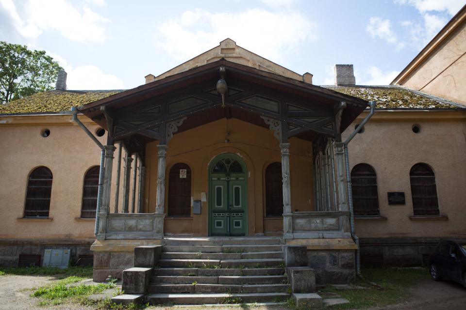 Üks kontserdipaikadest: Viljandi mõisa veranda. Foto: Kris Süld