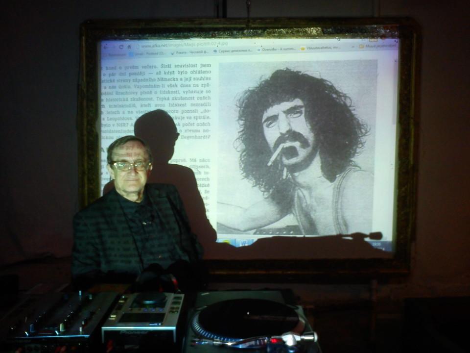 Avo Raup ja tema muusikaline loeng Frank Zappast Genialistide klubis. Foto: Ahto Külvet