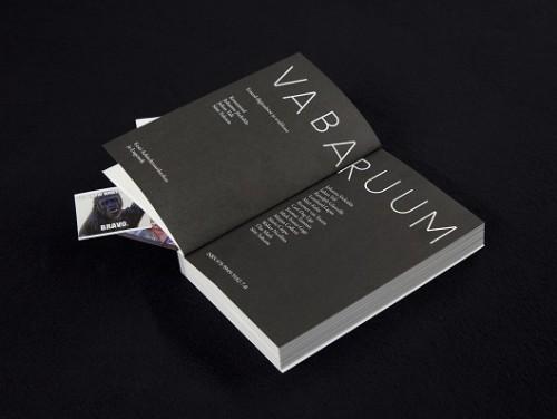 """""""Vaba ruumi"""" kataloog (kirjastus Lugemik). Foto: Anu Vahtra"""