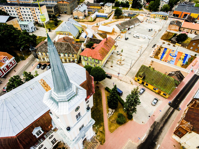 """Riik kinkis programmi """"Hea avalik ruum"""" raames Valgale uue keskväljaku. Foto: Anastasya Kikkas"""