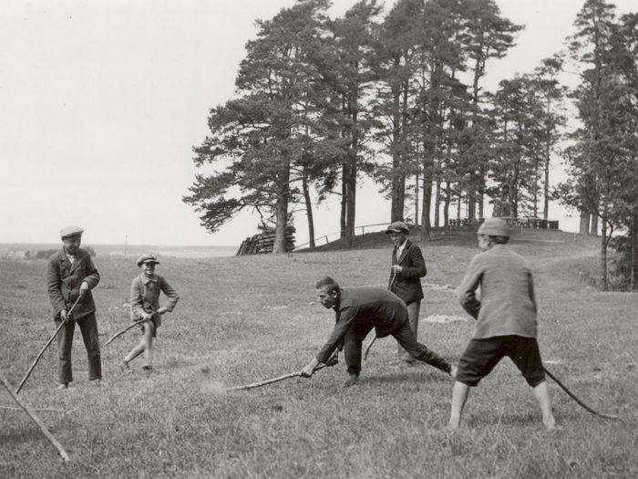 Muna mulku ajamine, Kambja kihelkond, 1933. Fotod: Richard Viidebaum (Viidalepp) (Eesti Rahvaluule Arhiiv)