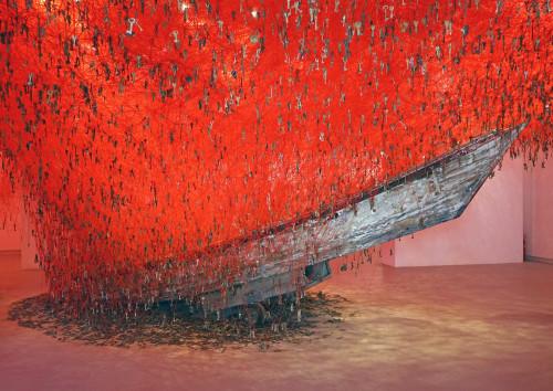 "Chiharu Shiota installatsioon ""Võtmed käes"" (""The Key in the Hand"", kuraator Hitoshi Nakano). Foto: Jean-Pierre Dalbéra (Flickr)"