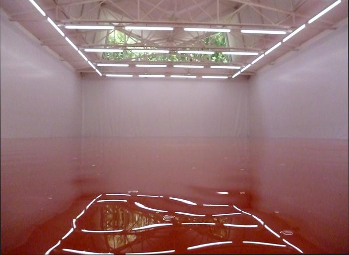 """Šveitsi kunstniku Pamela Rosenkranzi töö """"Meie toode"""" (""""Our Product"""", kuraator Susanne Pfeffer). Foto: Veronika Valk"""